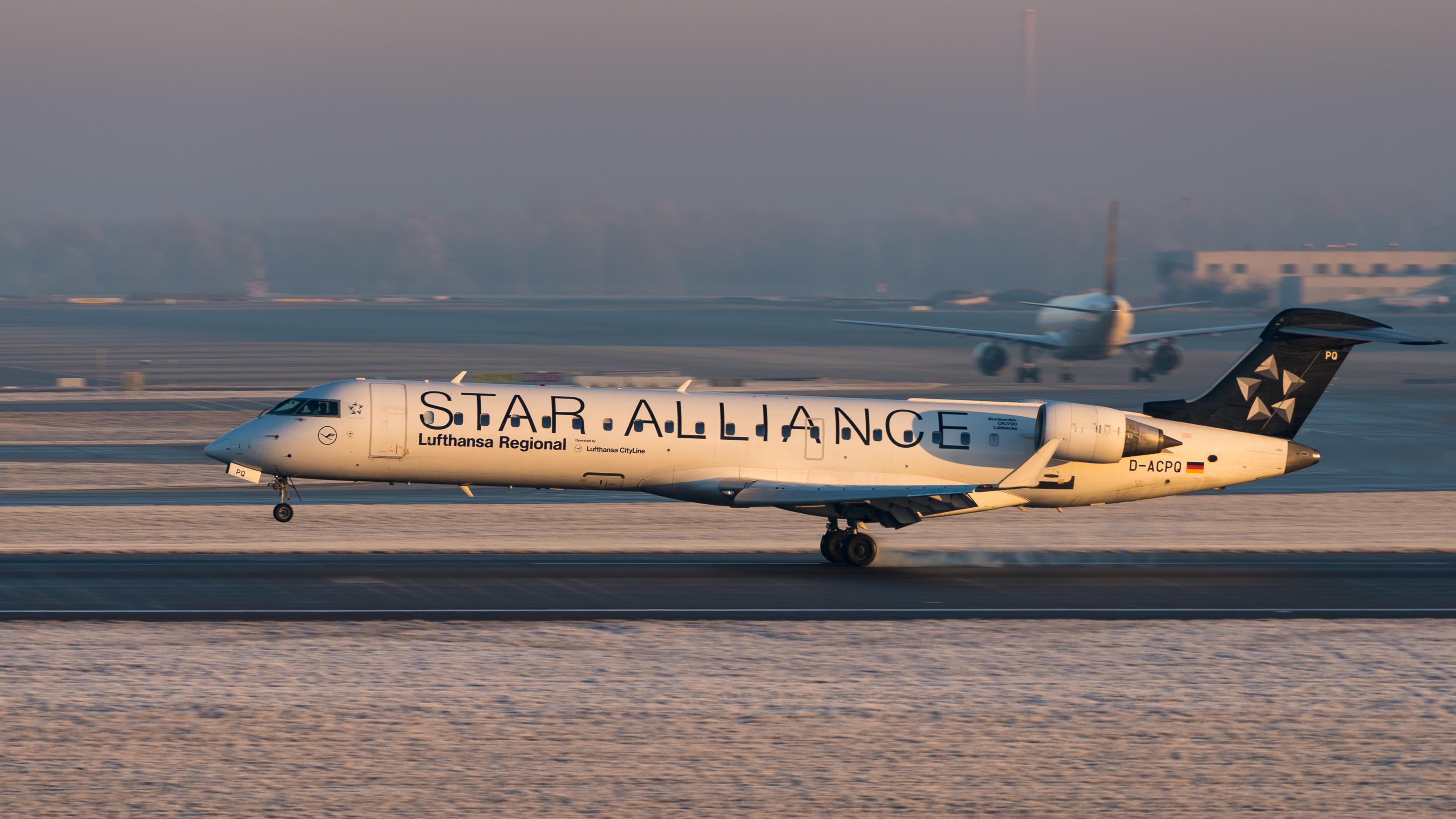 LH Regional CRJ sunset (Julian Herzog)