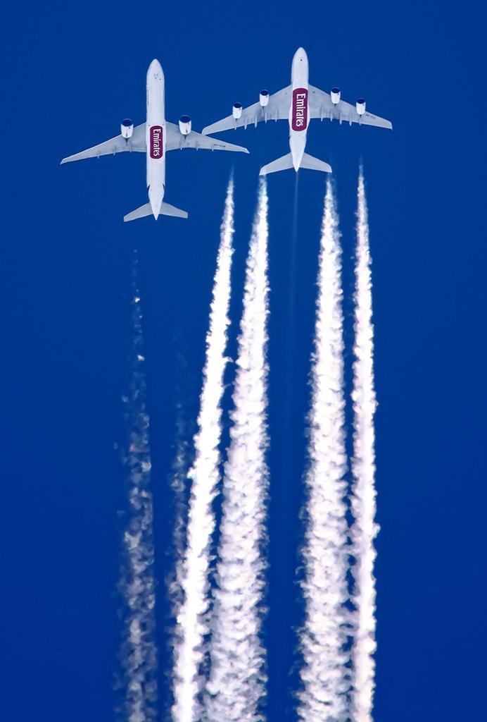 EK 777 Overtaking 380 (Mohammadreza Farhadi Aref).jpg