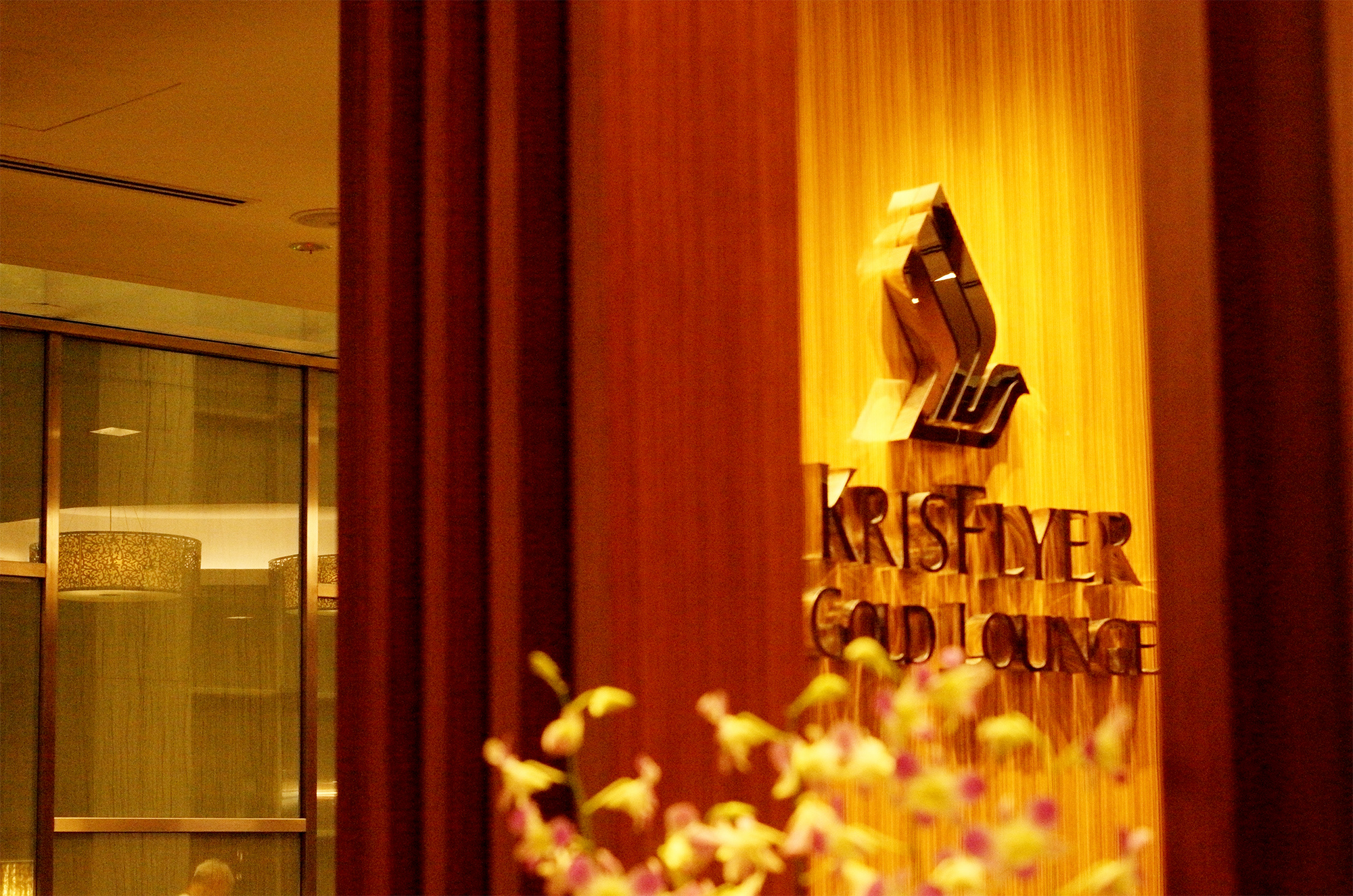 KF Gold Lounge Sign (Voyage Avance)