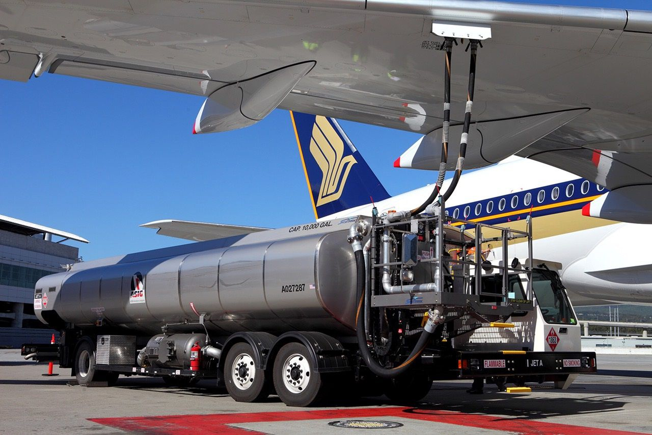 SQ A359 Refuelling (Singapore Airlines)