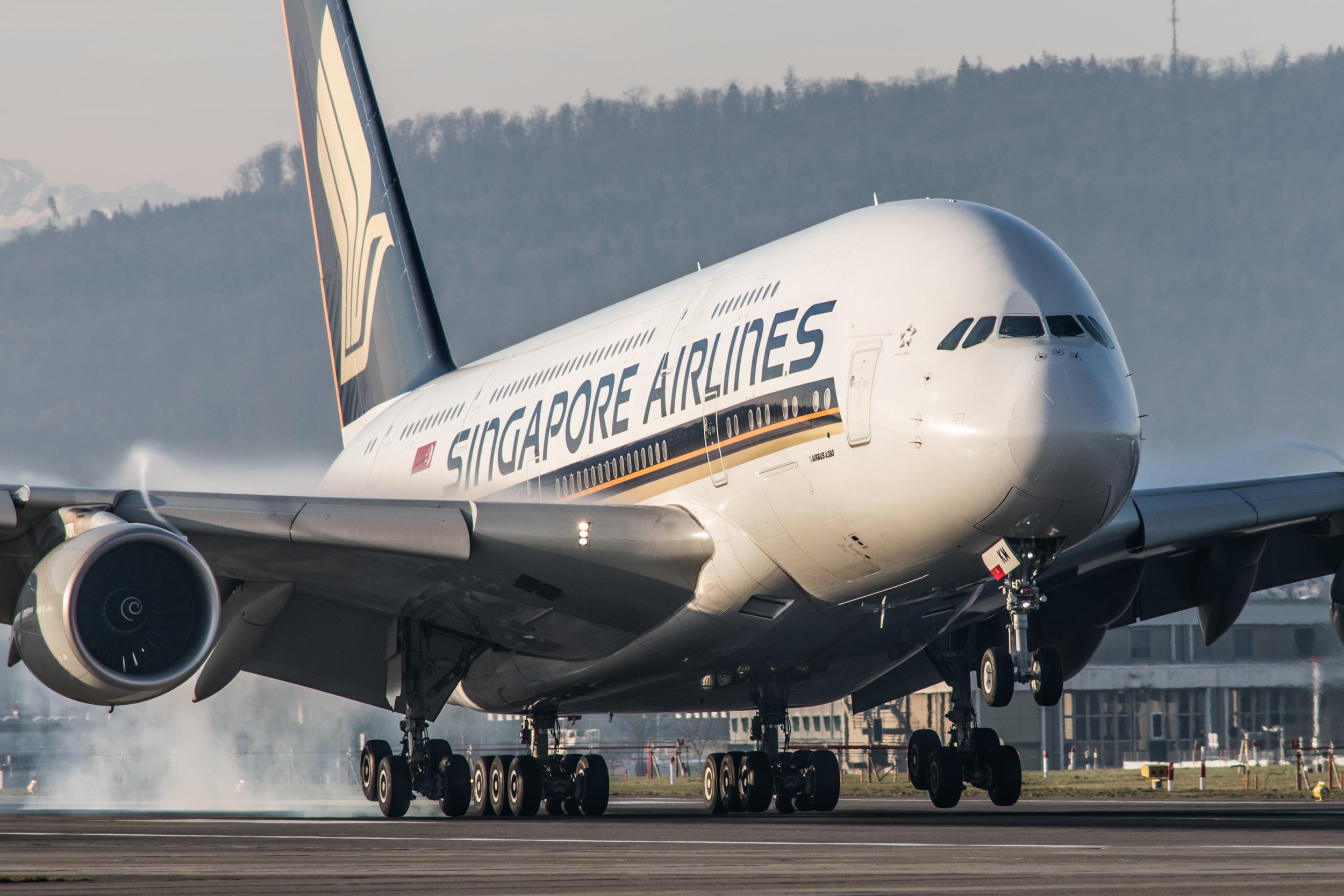 SQ A380 Landing ZRH (Peter Gronemann).jpg