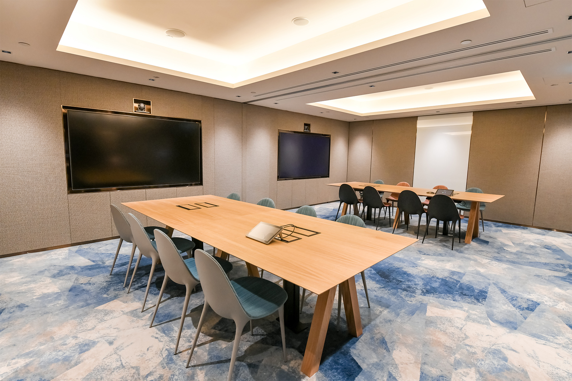 Meeting Room (Changi Airport Group).jpg