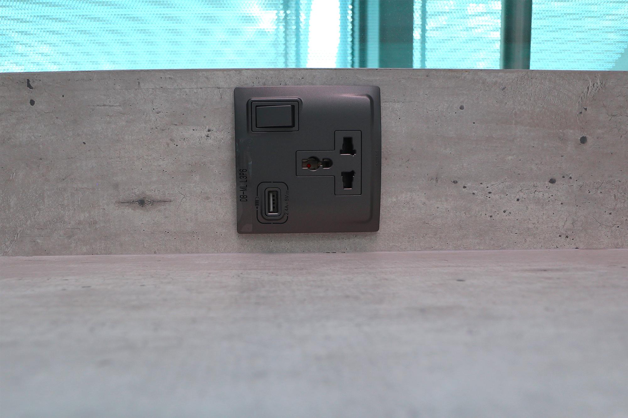 Plug Side 2.jpg