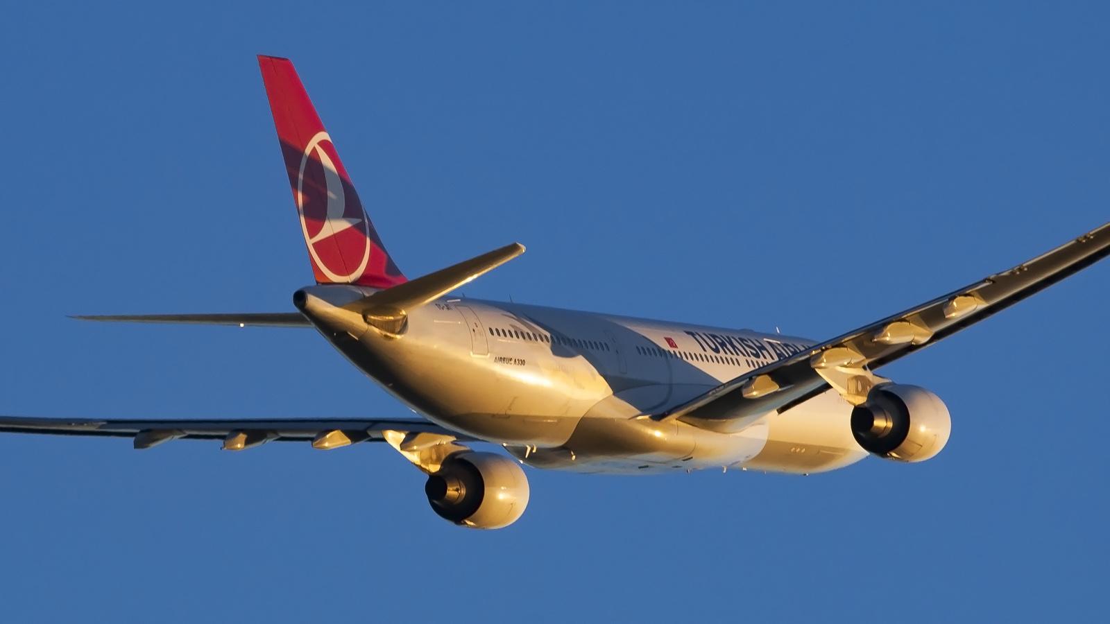 TK A330 (Papas Dos).jpg