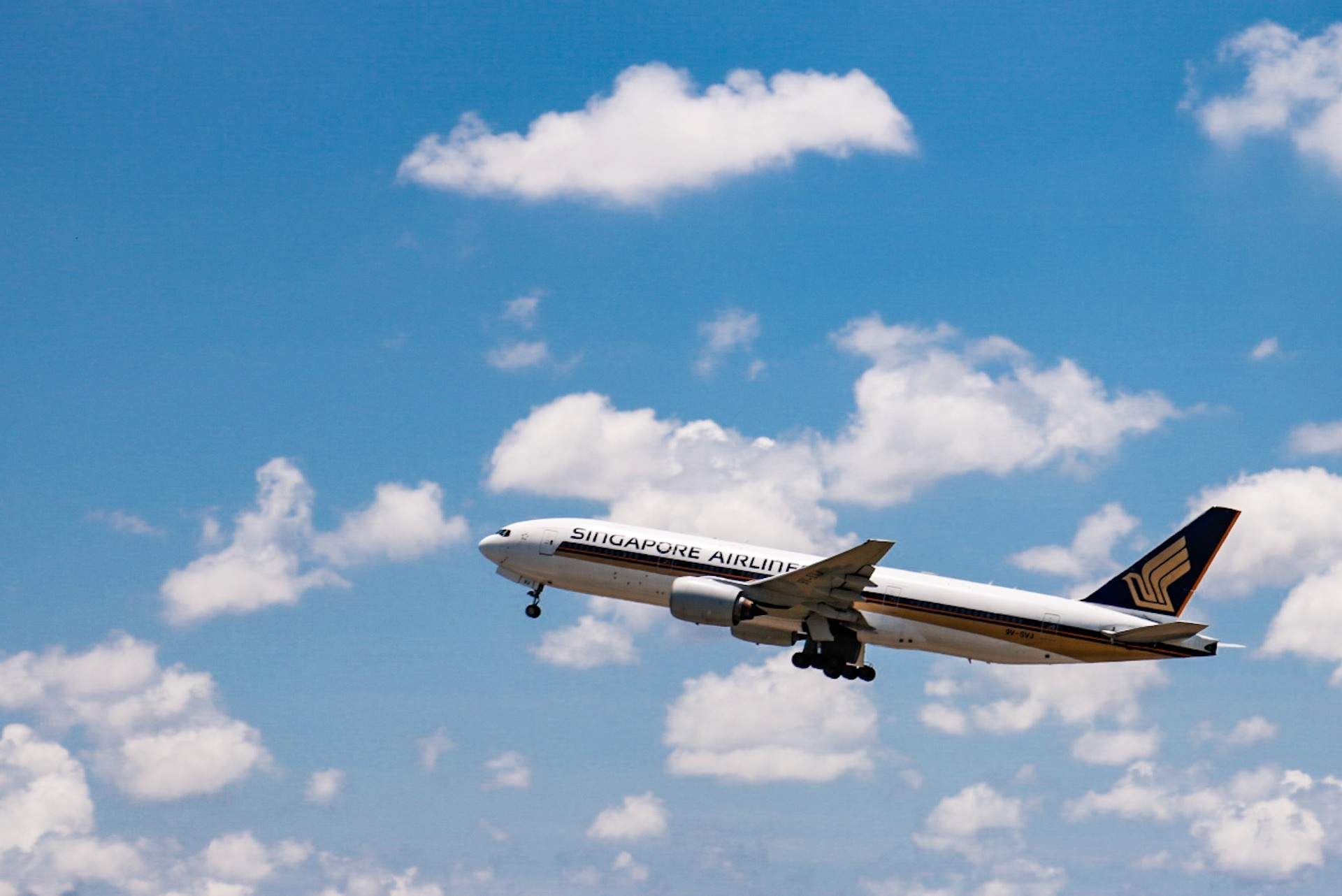 SQ 777-200 Takeoff.jpg