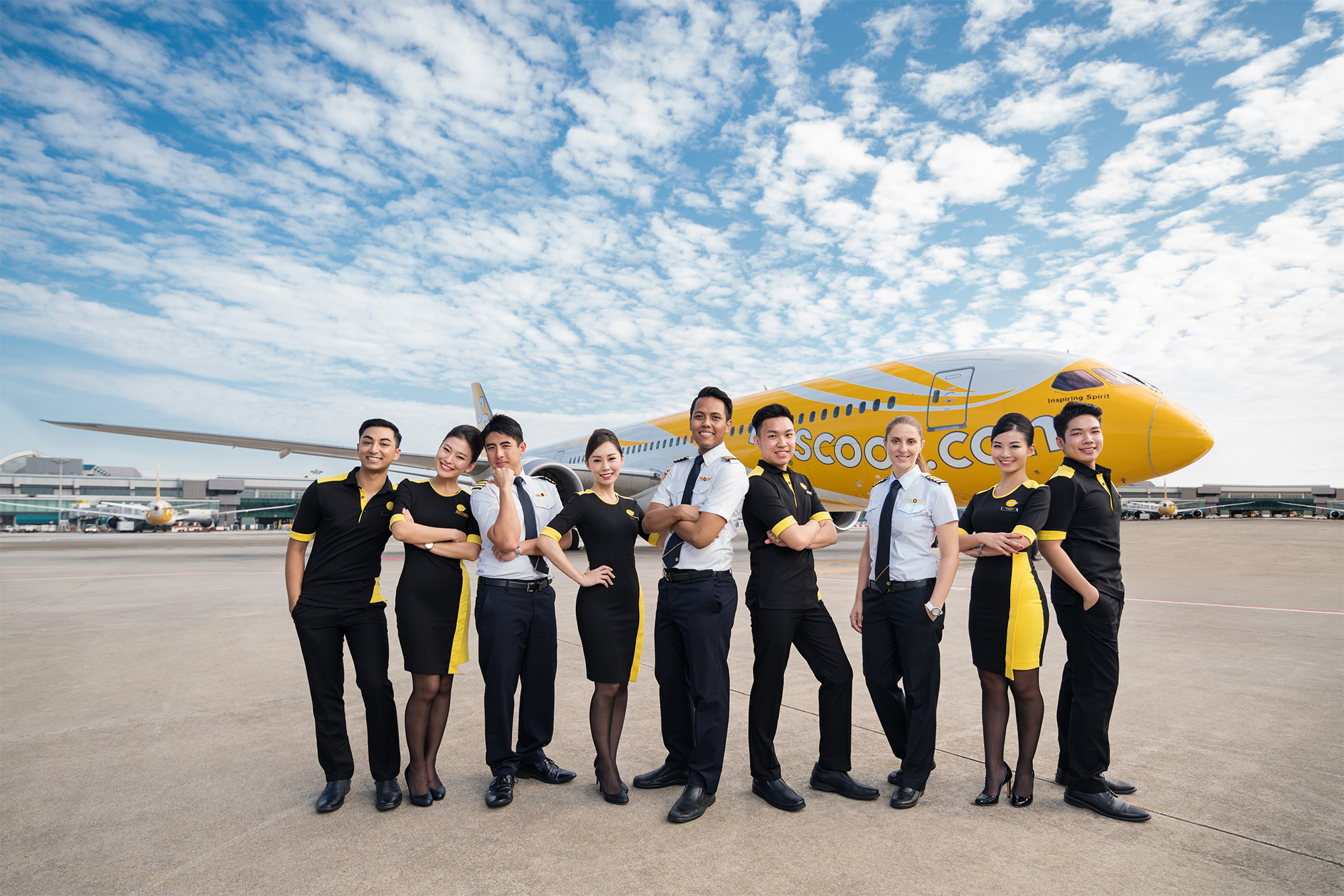 Scoot Crew Outside 787 (Scoot)