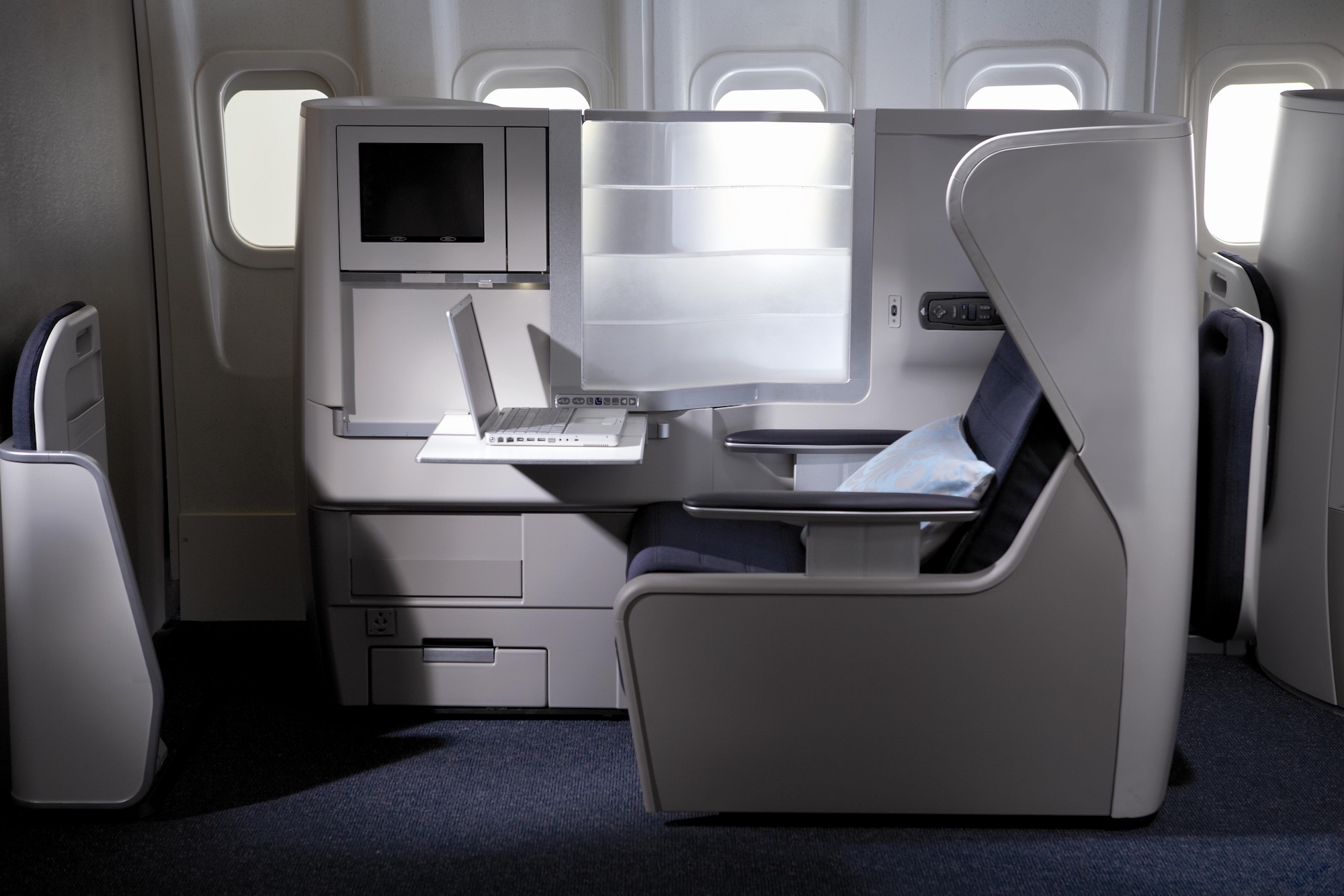 BA Club World Side (British Airways).jpg