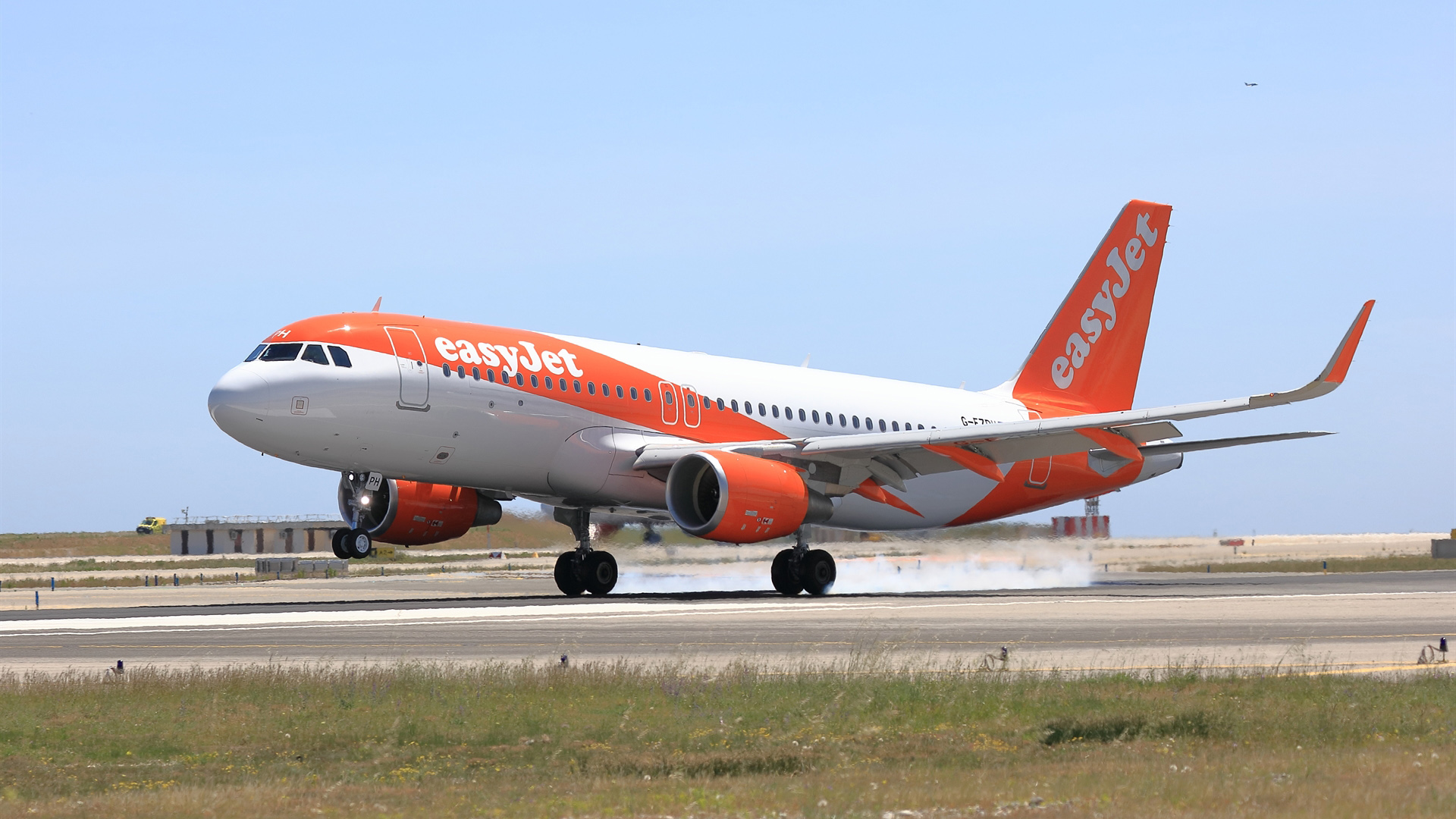 easyJet A320 (easyJet).jpg