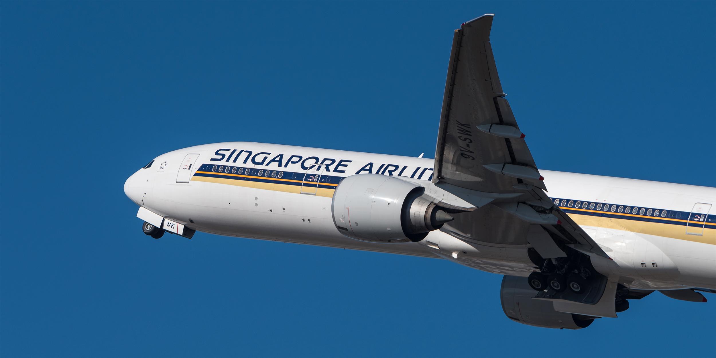 SQ 77W Takeoff (Julian Herzog).jpg