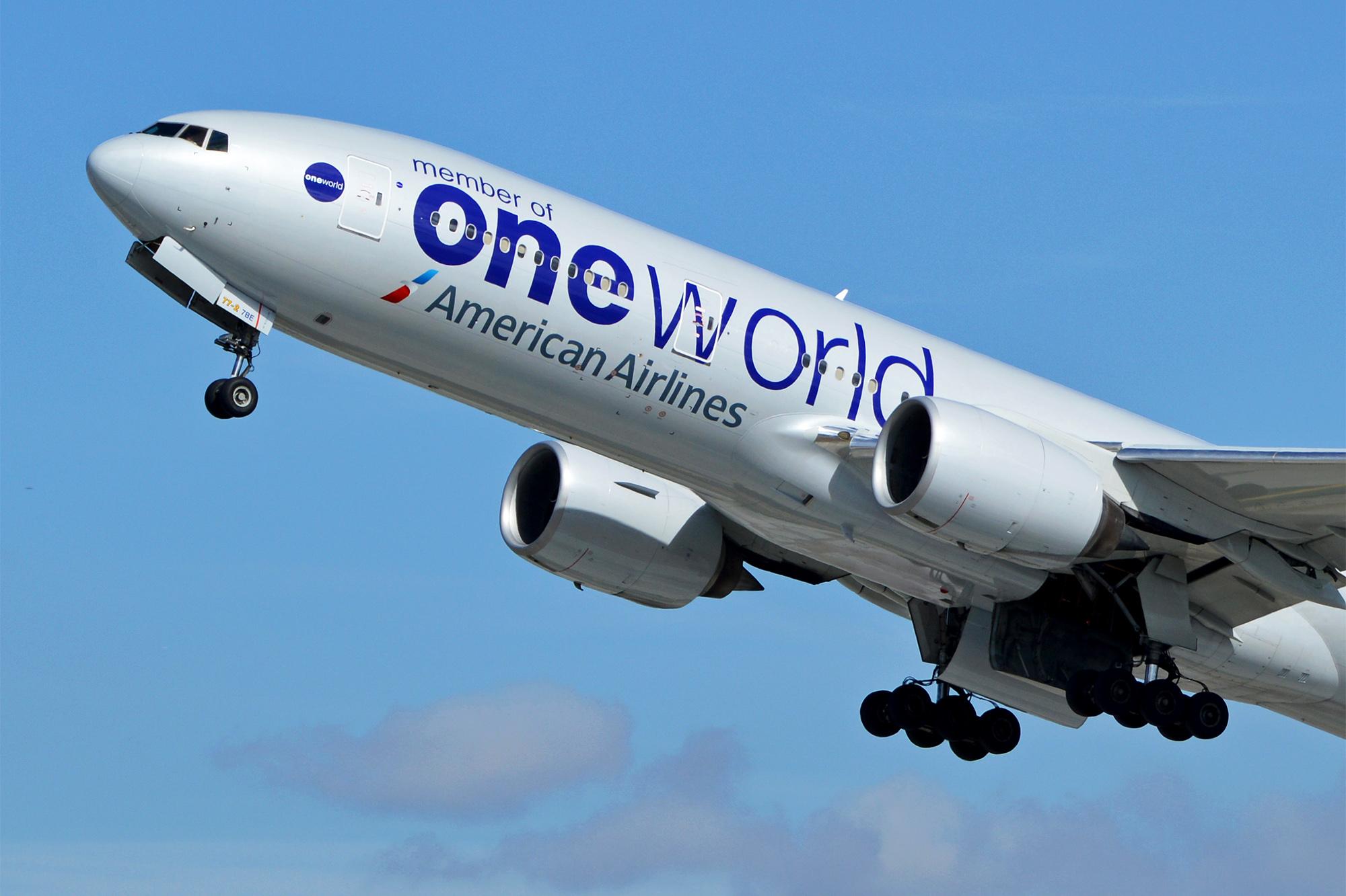 AA 777 Oneworld Nose (Alan Wilson)