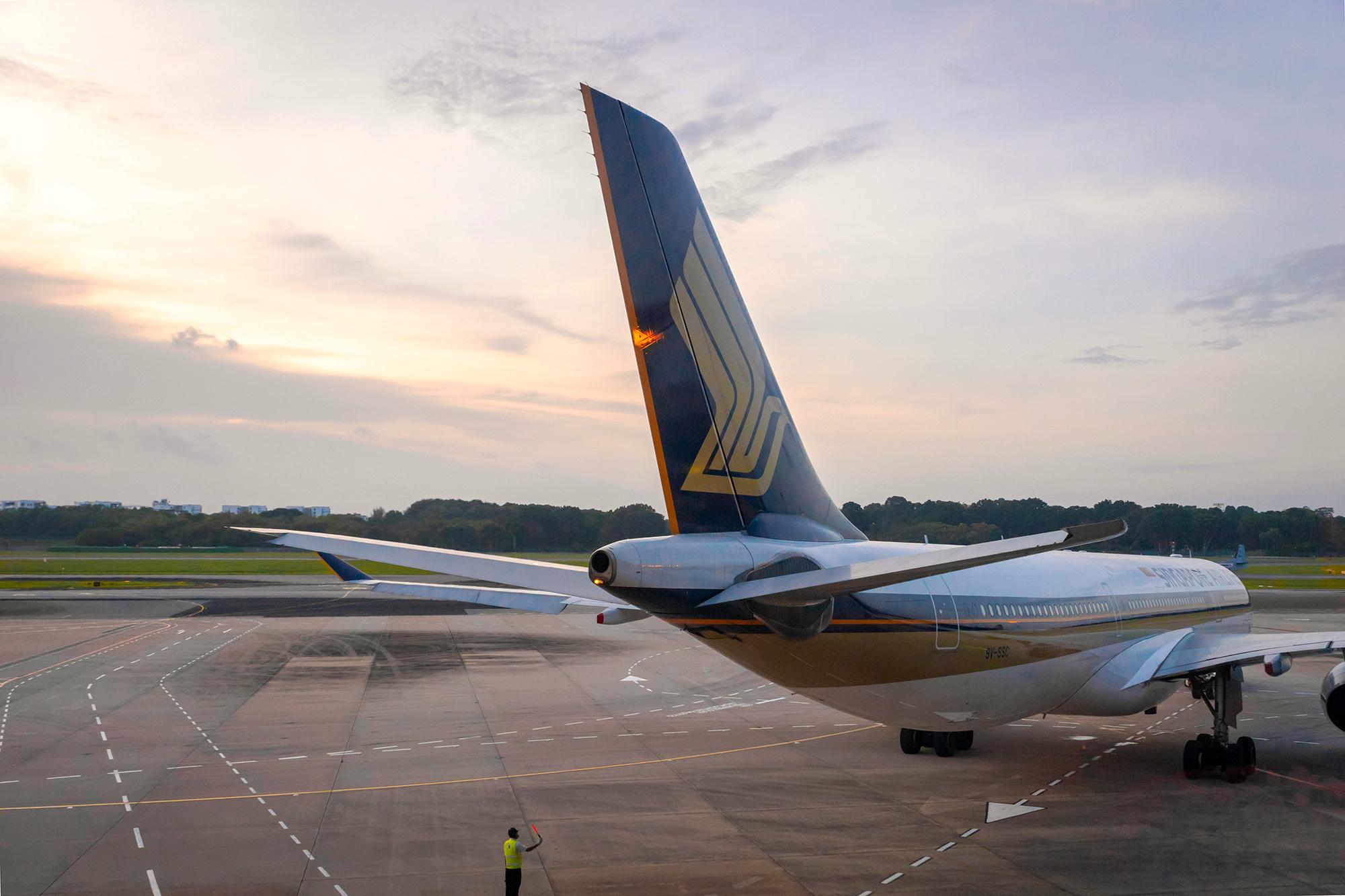SQ A330 Tail Sunset (Uskarp SS)