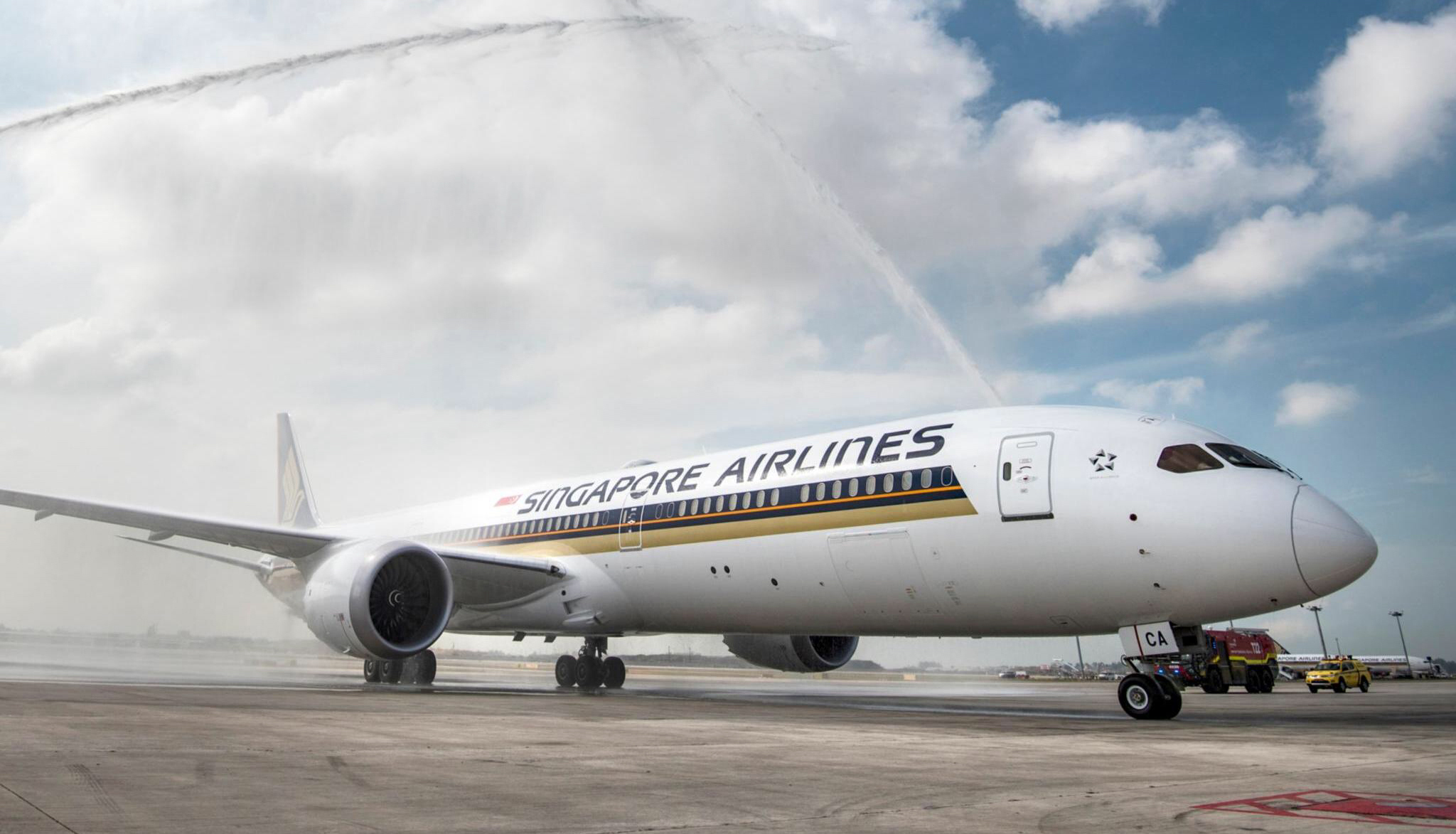 SQ 787 Water Cannon 2 (Singapore Airlines)