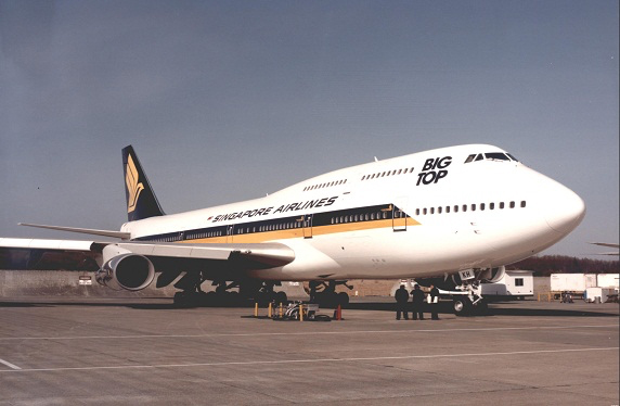 SQ 743 Big Top (Singapore Airlines)