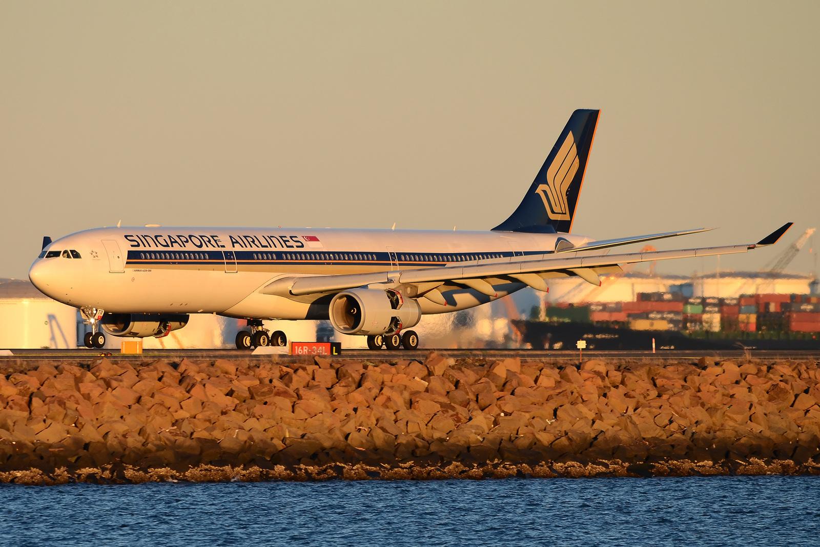 SQ A330 SYD Sunset (Damien Aiello)