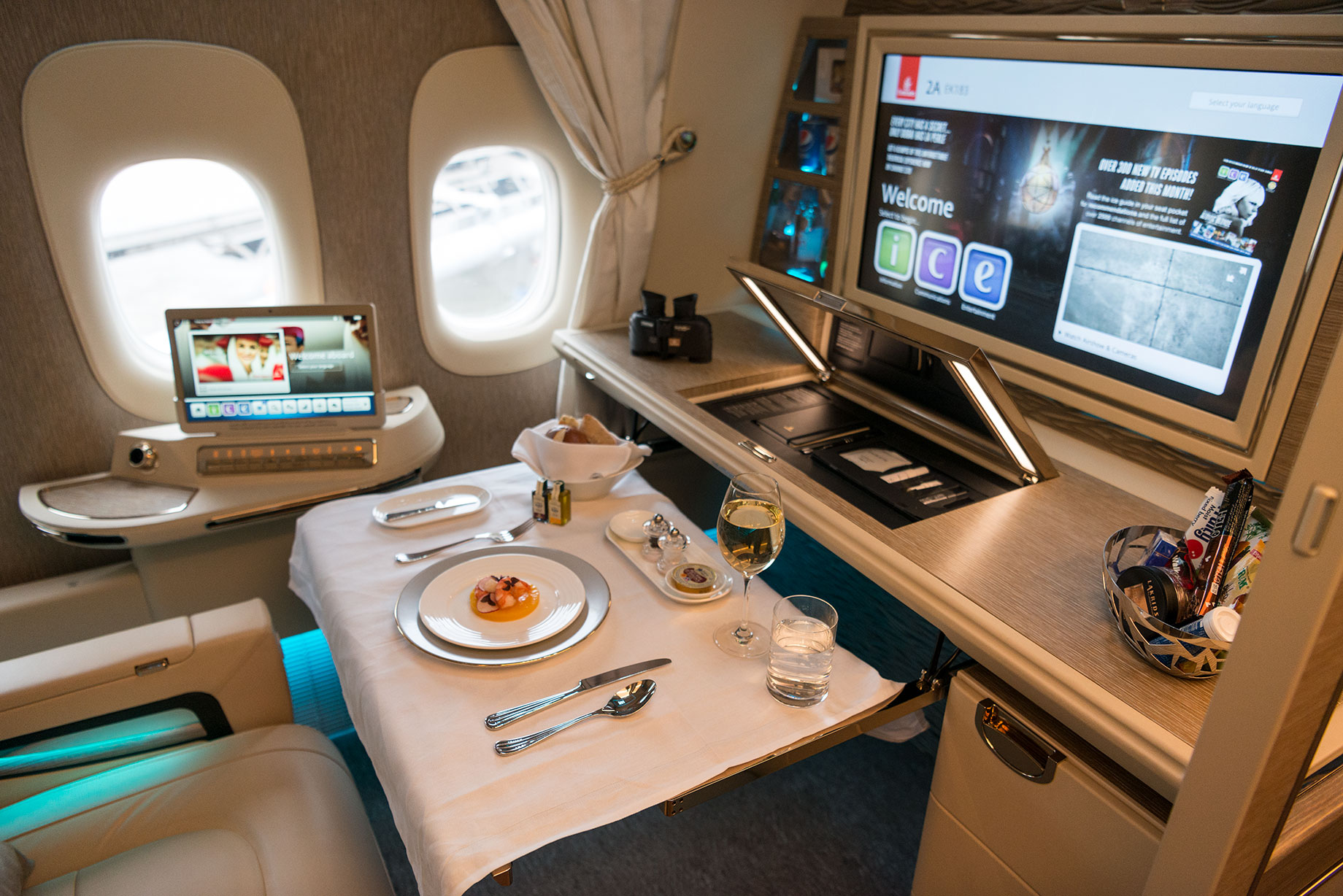 EK New F Dining (Emirates)