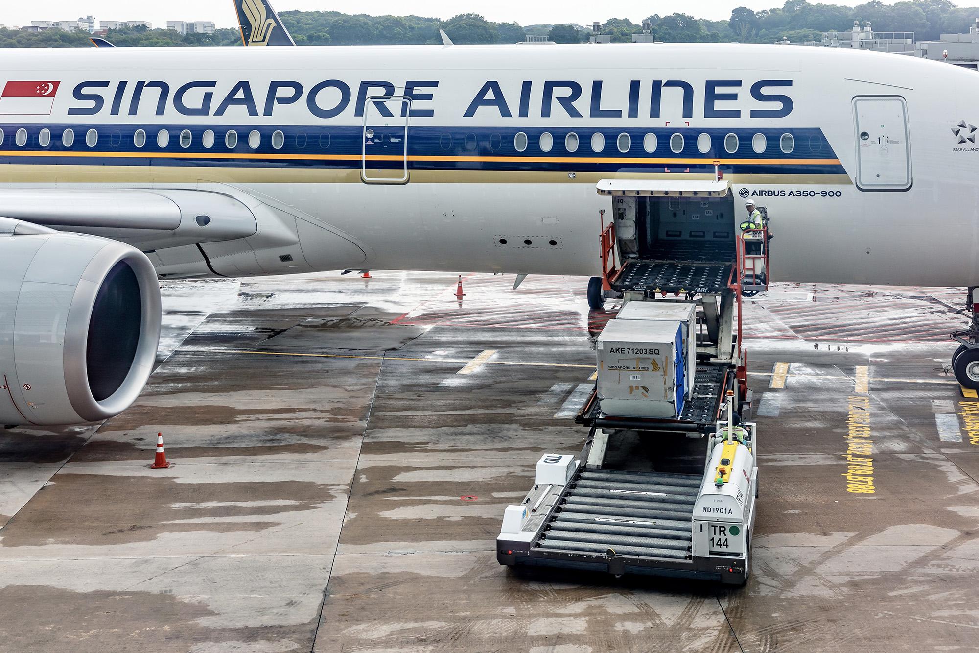 SQ A350 Cargo Loading (Uwe Aranas SS)