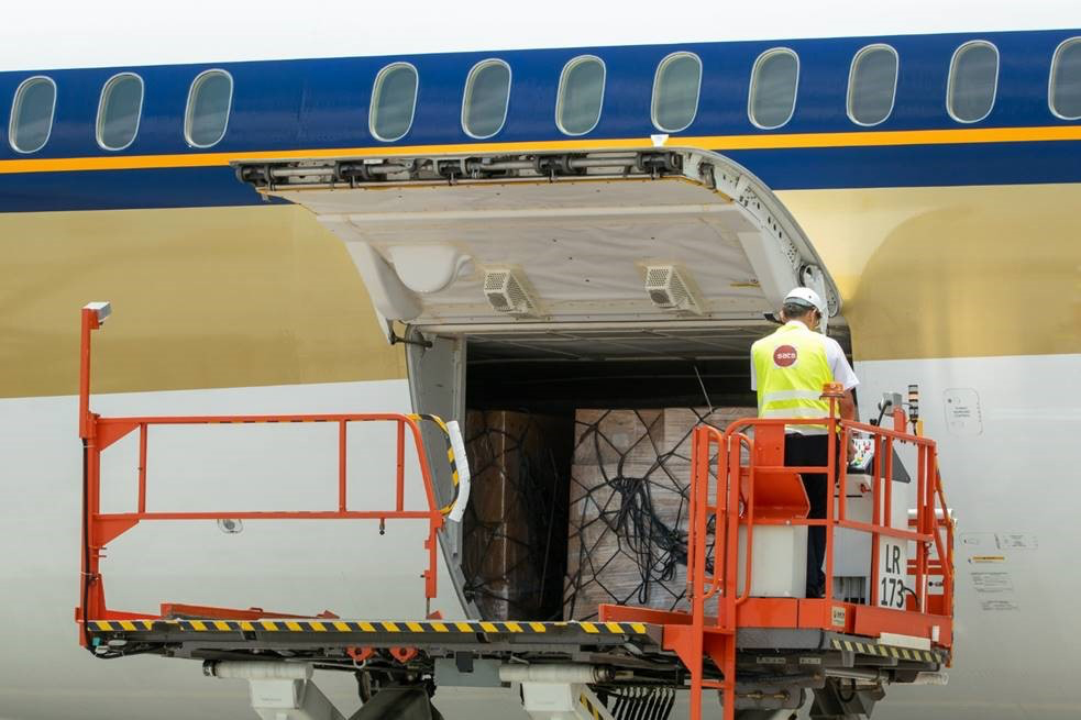 787 Cargo Loading (Singapore Airlines)