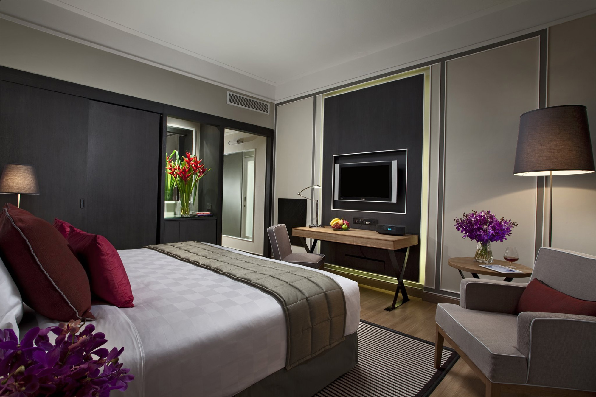 Orchard Hotel Room