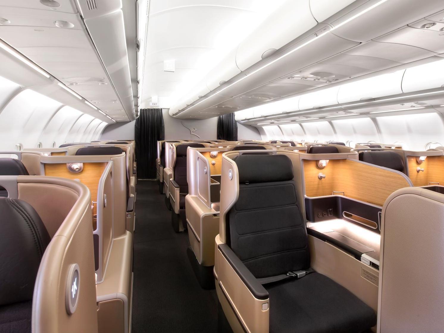 QF A330 J (Qantas)