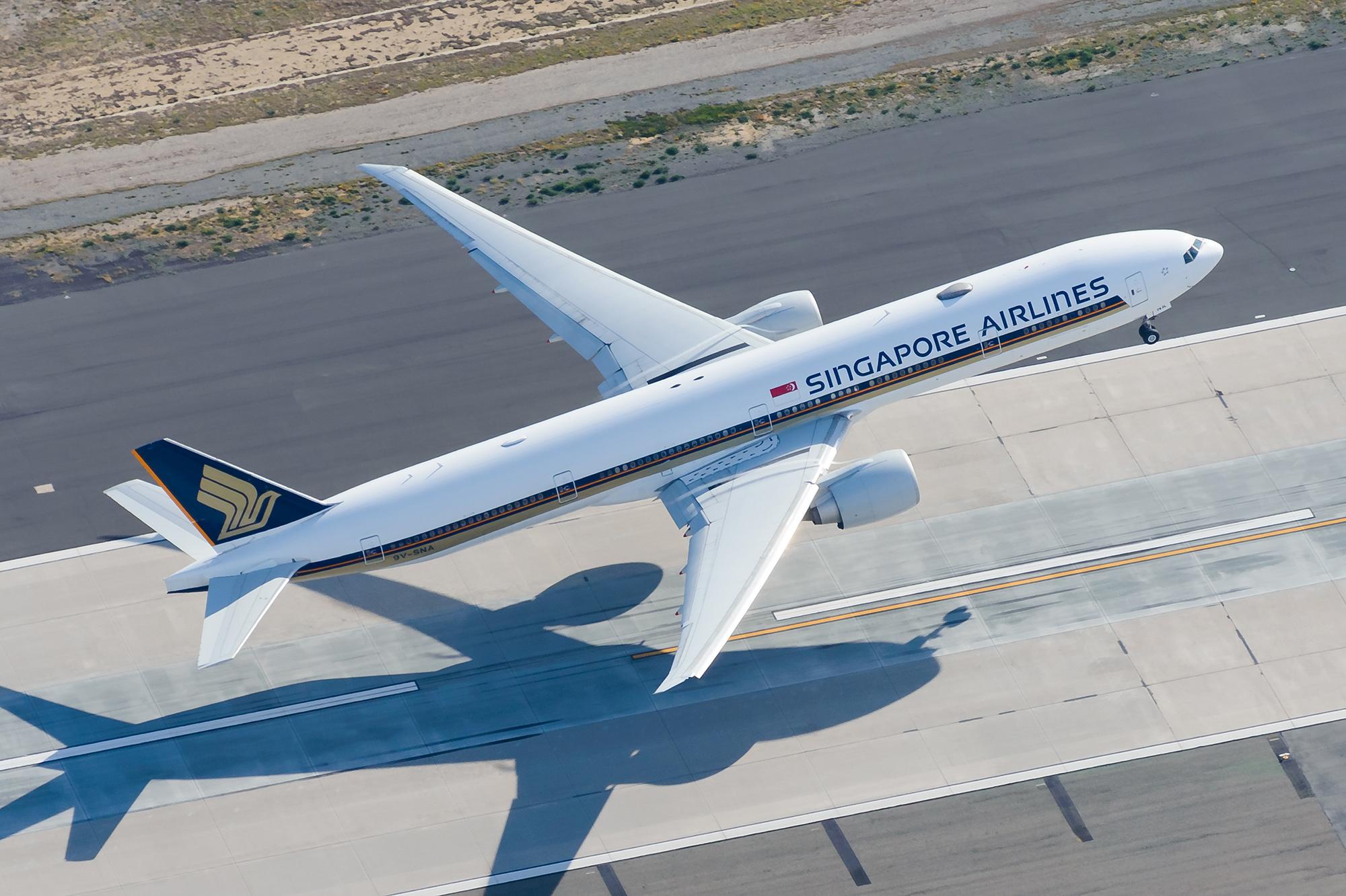 SQ 77W Takeoff LAX (Thiago B Trevisan SS)