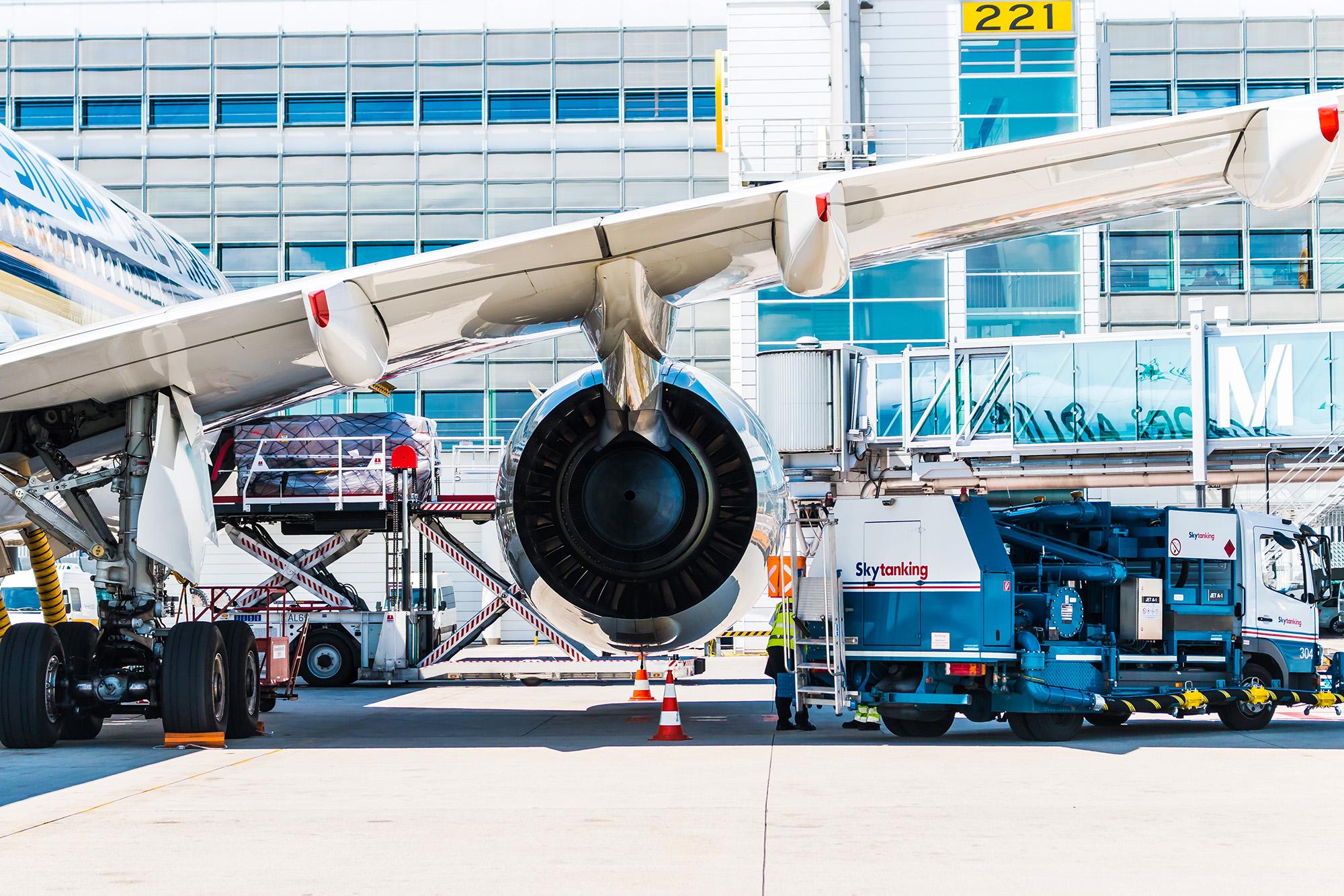 SQ A350 Engine Behind (Emily Rusch)