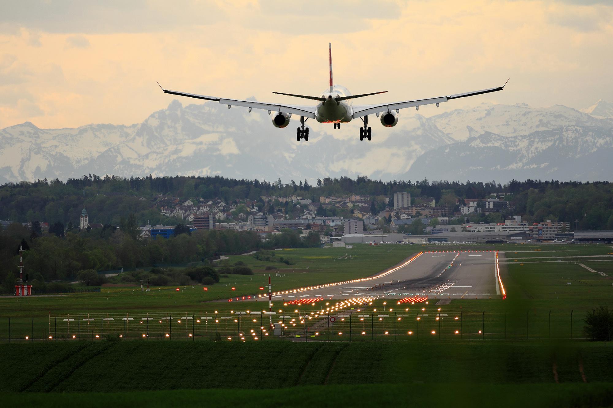 ZRH Swiss A330 Landing (Pascal Meier)
