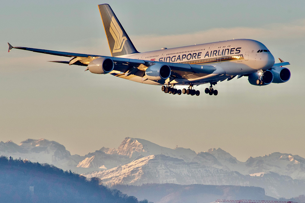 This image has an empty alt attribute; its file name is SQ-A380-Landing-ZRH-2-Small-Aero-Icarus.jpg