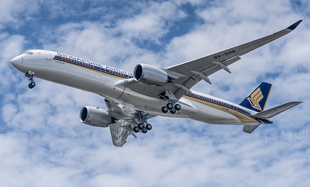 This image has an empty alt attribute; its file name is SQ-A350-Landing-Small-Planes-Portrait-Aviation-Media-1.jpg