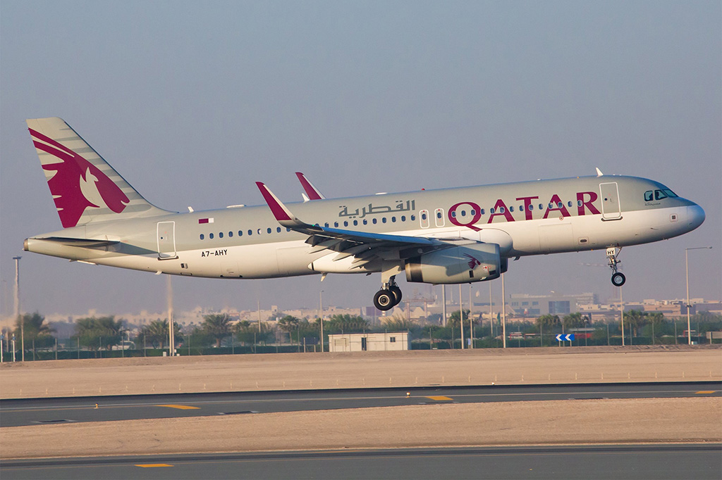 This image has an empty alt attribute; its file name is QR-A320-Landing-Small-Qatar-Airways.jpg